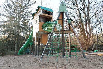 Aire de jeux du Parc des carrières Bacquin à Dijon en Côte-d'Or - Aj3m